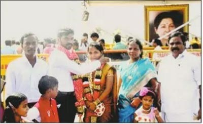 wedding with jaya pic,jayalalitha ,wedding with jayalalitha photo,women wedding near jayalalitha pic