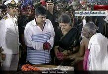 sasikala-performs-jayalalithaa-last-rites-650_650x400_61481027733