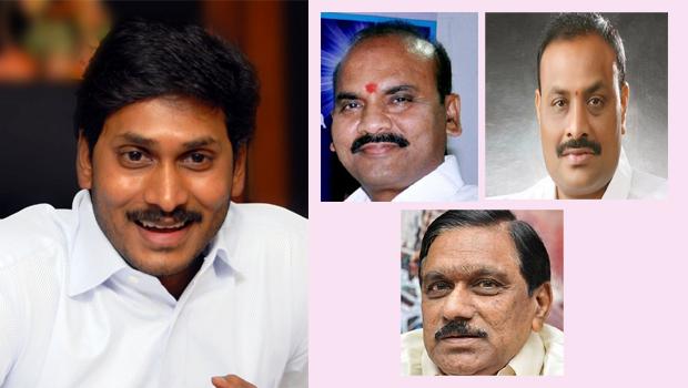 jagan talking tdp ministers in plane at gannavaram airport