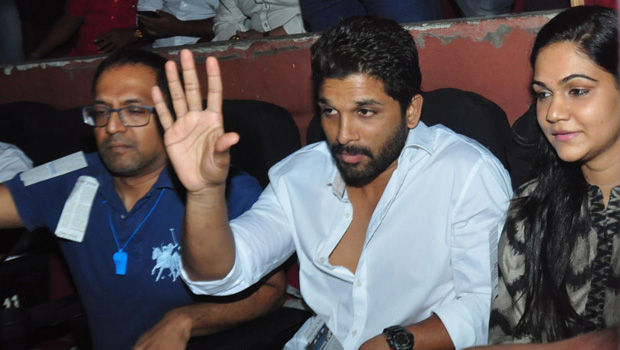 allu arjun his wife sneha watched khaidi no 150 movie in theater