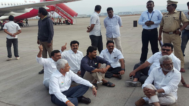 jagan and ycp party leaders at vizag airport on runway policies are not allowing
