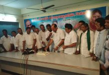 ysrcp leaders celebrate jagan mother vijayamma birthday at guntur