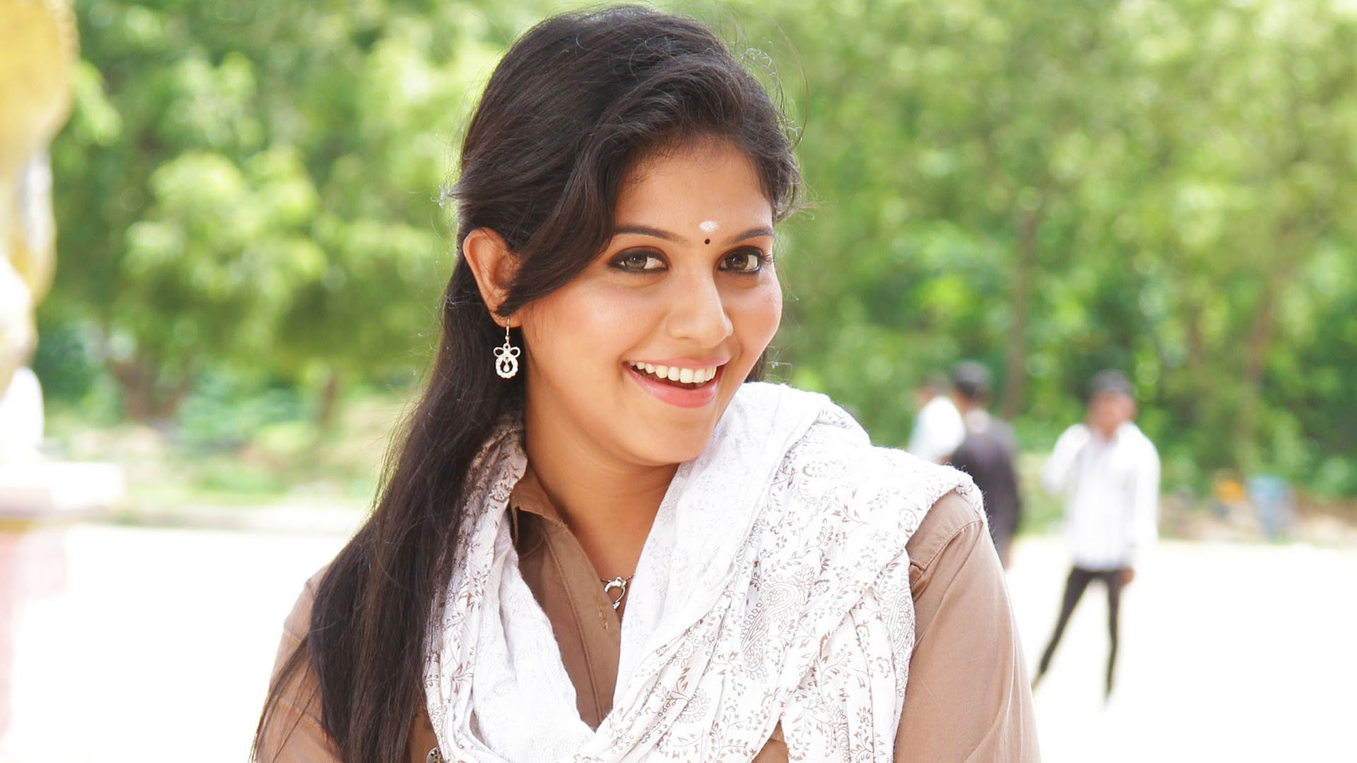 actress anjali says about her college life details